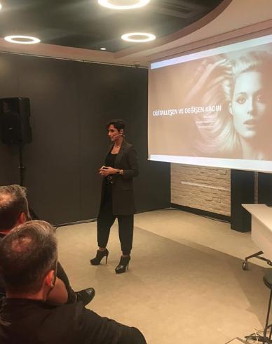 L'Oréal Atölye'de, 4 Kasım'da gerçekleşen İnovasyon ve Dijital Dönüşüm Zirvesi'nde dijital dünyanın önemli isimleri bir araya gelerek, yeni dijital dünyanın kuaförlükteki yerini aktardı.